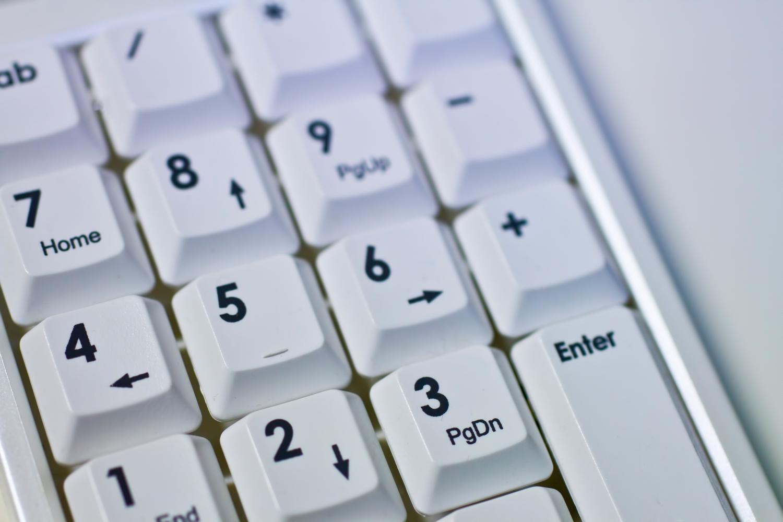 キーボードで机が狭いときはキーボード収納で作業効率化。