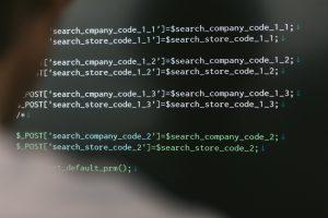 プログラミングを独学で勉強する様子