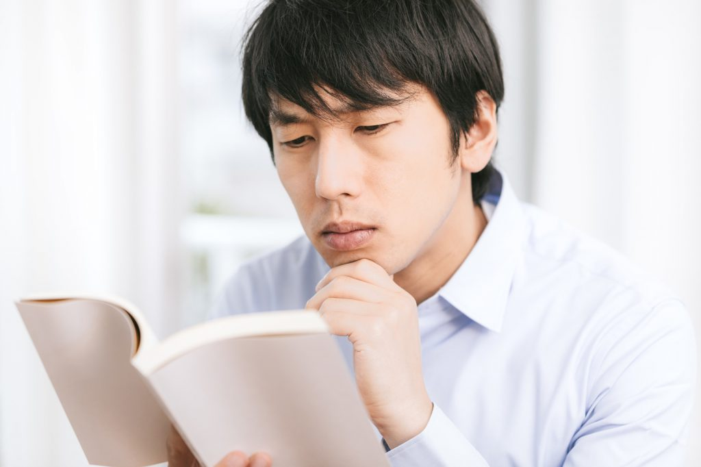 基本情報の参考書を読む独学文系男子