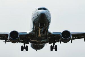 海外旅行での長くて苦痛な飛行機を快適に過ごす便利グッズを大紹介